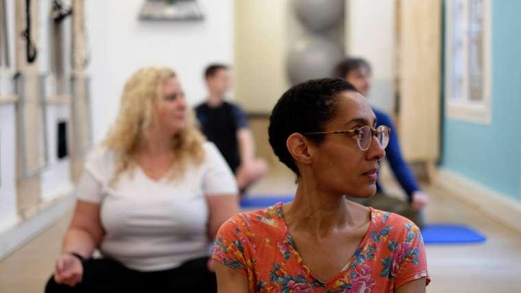 Exercices faciles à faire pour relâcher les tensions dans les épaules et le cou